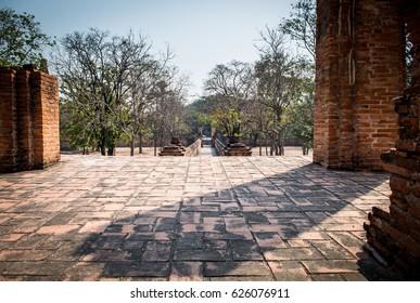 The entrance pathway and shadow at Wat Maheyong.