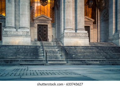 Entrance and pillars on the New York city library