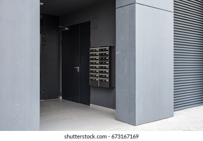 Entrance and postbox in the new building.