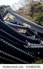 Entrance and rooftop of Japanese Buddhist temple in Tokyo, Japan