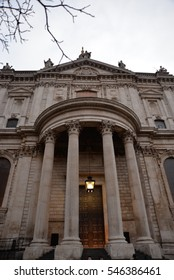 The entrance to saint Paul´s cathedral, London.