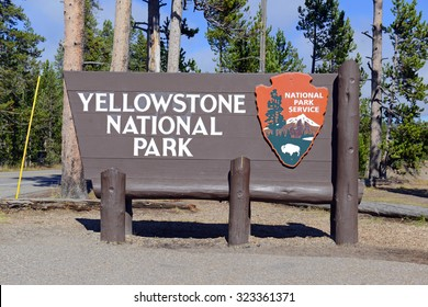 Entrance sign to Yellowstone National Park, Wyoming, USA