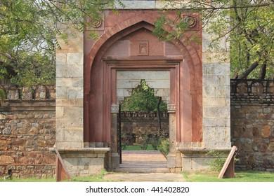 Entrance for tohfe wala masjid.