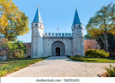 Entrance of the Topkapi palace, istanbul.