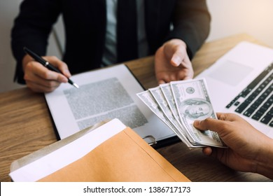 Entrepreneurs are receiving money that is a bribe of their partners with both of whom are corrupt in the company room.