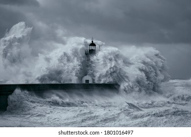 Entry of Douro River harbor on the first big storm of the year 2013 (on January 19); Wind gusts reach 140/150 Kms.(version 2)