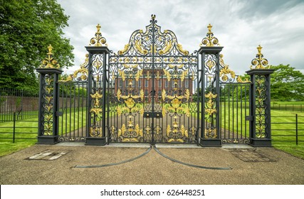 Entry gate to Kensington palace