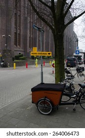 Entry sign to the Dutch Provincial Elections on 18 March 2015 with cargo bike.