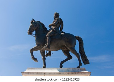 equestrian statue of Henry the IV of France and III of Navarra in Paris
