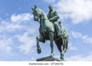 """Equestrian statue of King Albert I (design Alfred Courtens), it was unveiled in 1951. Mont des Arts is dedicated to memory of Albert I, known as """"soldier king"""", one of Belgium�s most popular monarchs."""