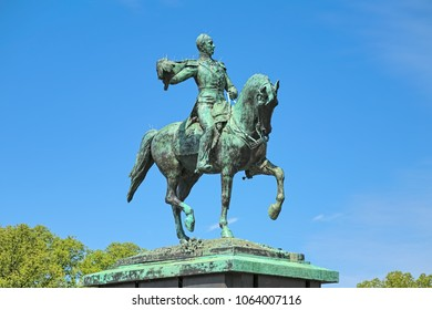 Equestrian statue of William II of the Netherlands on the Buitenhof square in The Hague. The statue was erected in 1924. This is a replica of the statue in Luxembourg from 1884.