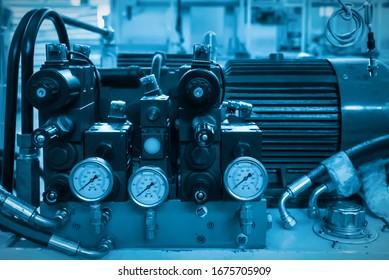Die Ausrüstung ist hydraulisch instrumentiert
