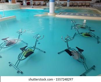 Equipamiento para la piscina acuática
