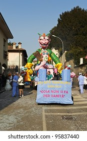 ERBUSCO - FEBRUARY 21 : the parade of  carnival floats, February 21,2012 in Erbusco,Italy