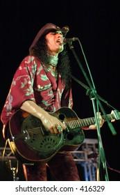 Eric Sardinas, guitar player live