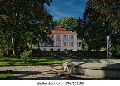 The erstwhile castle Freienwalde with park and fountain lies in a former vineyard - graffiti daubs were removed