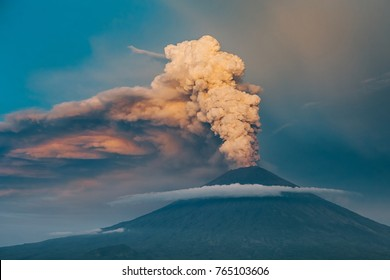 Eruption of volcano Agung in Bali