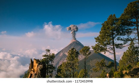 Eruption of volcano Fuego caught in an amazing picture