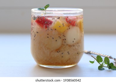 Es sarang burung or bird nest ice, is Indonesian traditional drinks made from jelly, fruits, ice and sugar syrup. Popular during ramadan