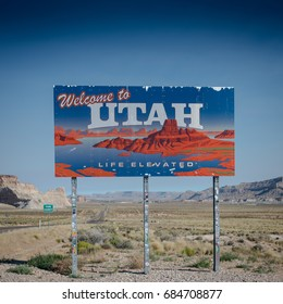 Escalate, United States: June 24th, 2017: Welcome to Utah Sign along southern border road