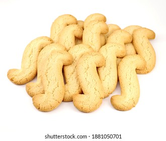 Esse-Kekse, S-Kekse auf weißem Hintergrund . Es handelt sich um hausgemachte Butterkekse aus der autonomen Region Friaul in Italien