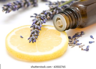 Essential oil composition with lemon and lavender
