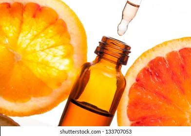 Huile essentielle avec oranges