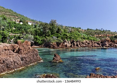 Esterel massif with porphyry rocks, French Riviera, Southern France, Europe