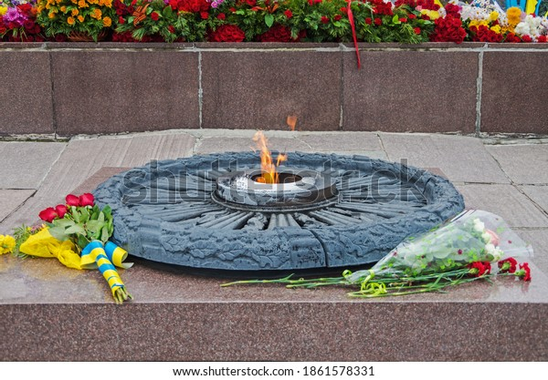 eternal-flame-monument-soldiers-killed-6