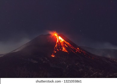 Etna-Vulkan - Lavastrom und strombolianische Explosionen aus dem Südostkrater
