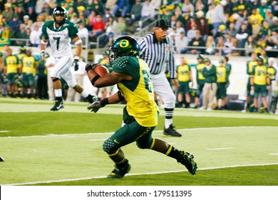 EUGENE, OR - OCTOBER 28, 2006: Oregon running back Jeremiah Johnson carries the ball during the UO vs PSU football game at Autzen Stadium.