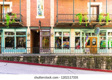 EUREKA SPRINGS, ARKANSAS / USA - SEPTEMBER 2018: THE FLATIRON BUILDING HOUSES APARTMENTS, SHOPS AND GALLERIES IN HISTORIC DOWNTOWN EUREKA SPRINGS