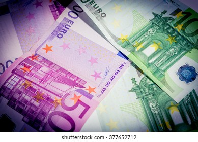 Euro banknotes. 500 euro banknotes and 100 euro banknotes (vignette).