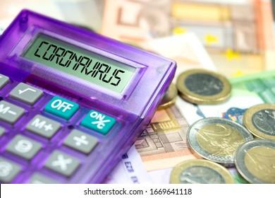 Euro-Banknoten, Taschenrechner und Corona-Virus