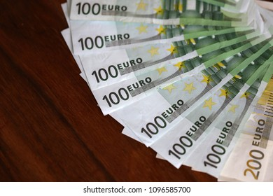 Euro / Various banknotes lie on the table