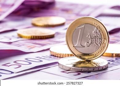 Eurocoins on 500 euro banknotes.