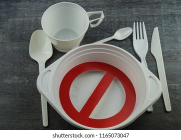Europe bans straws and platic tableware because of microplastics in the oceans