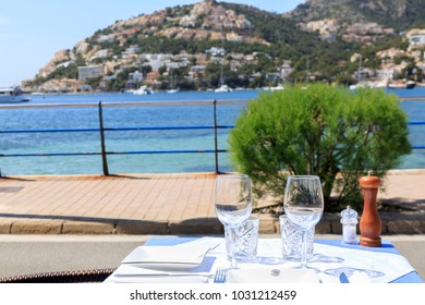 Europe, Spain, Balearic Islands, Mallorca. Waterfront. Dining. Port d'Andratx.