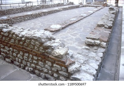 Europe UK London Walbrook Street EC4N 8AA 1998. The Temple of Mithras. Reconstruction of Roman site. Walls and foundation structures. Brick and stone.