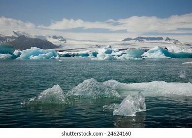 From Europe's largest glacier calve ice in the glacial lake.