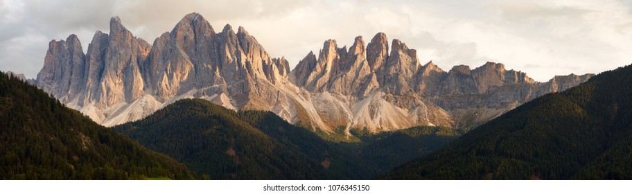 evening panoramic view of Geislergruppe or Gruppo dele Odle, Italian Dolomites Alps mountains