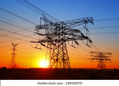 The evening of the pylon outline, is very beautiful