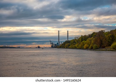 Evening sky at the power plant Wedel on the Elbe