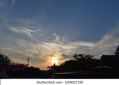 Evening sunset that can be seen around 6 pm Korean time. You have worked hard today. Spend the day watching the sunset.