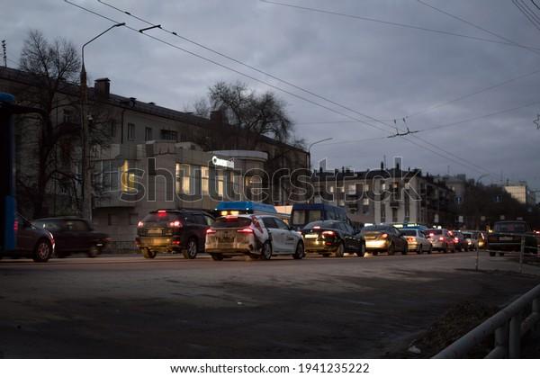 evening-traffic-on-city-street-600w-1941