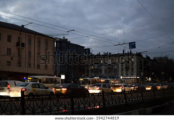 evening-traffic-on-city-street-600w-1942