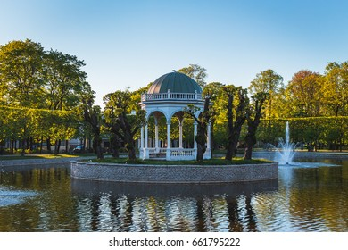 Evening view of the Swan Pond at the very centre of Kardiorg Park, taken in May 2017.