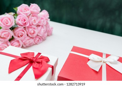 events and aniversary festival gift box set with flowers.