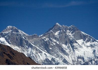 The Everest Lhotse ridge from Sagnasa