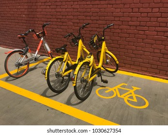 """Everton Park building, Singapore – February 4, 2018: rental by application """"ofo"""" and """"mobike"""" brand bicycles parking in parking lot in front of Everton Park building, Singapore"""